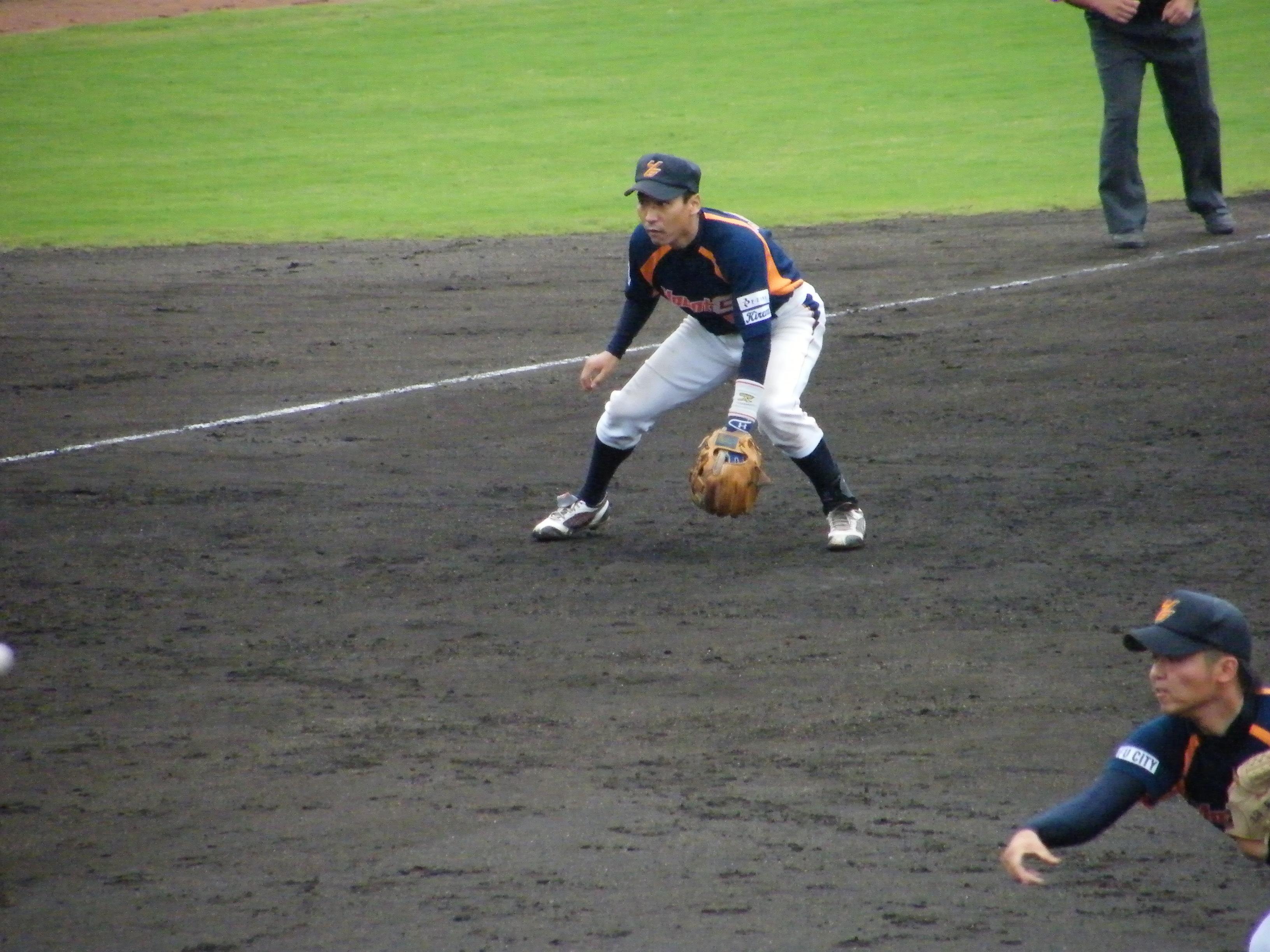 逆転の2塁打を放った野村泰三選手2